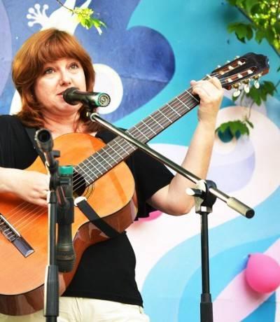 Автор-исполнитель Елена Емалтынова