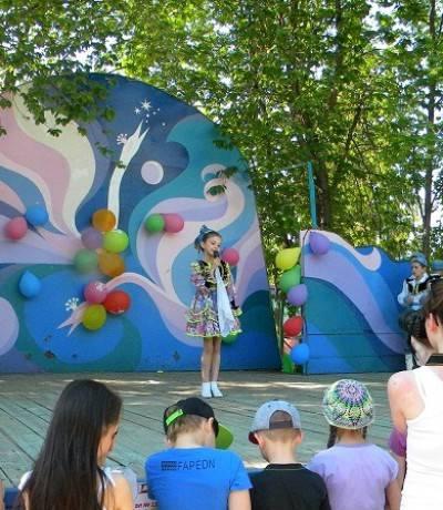 стихи татарских поэтов читает Сабина Шарафутдинова (1)