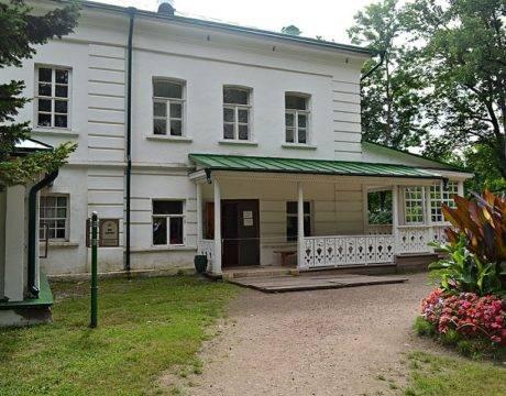 Здесь Толстой прожил более 50 лет, здесь им были созданы шедевры мировой литературы.