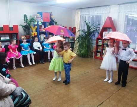 10ф. Танец с зонтиками